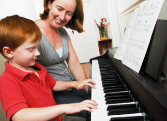 music classes-music lessons-piano-keyboard-drums-singing-guitar-bass-ukulele-drums-flute-recorder-saxophone-clarinet-mandolin-preschooler-kids-toddlers-fun-individual-group