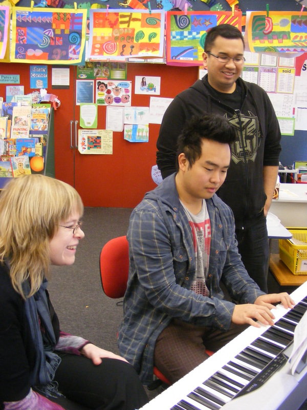 Music classes-group-individual-piano-keyboard-singing-vocals